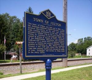 felton-town-sign2-300x260